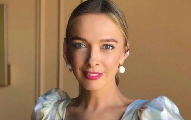 Глаз не отвести: Василиса Фролова умилила сеть праздничным фото крошки сыночка