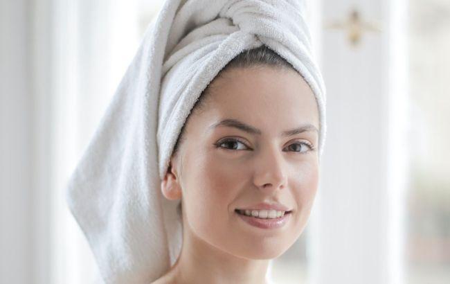 Делает мягкими и шелковистыми: трихолог научила правильно выбирать полотенце для волос