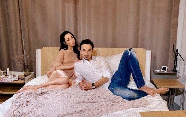 Кухар в прозрачном халате показала фото с мужем из спальни и решилась на откровение