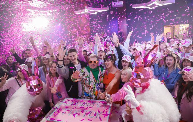 Поплавский вручил студенческие билеты будущим ТікТокерам