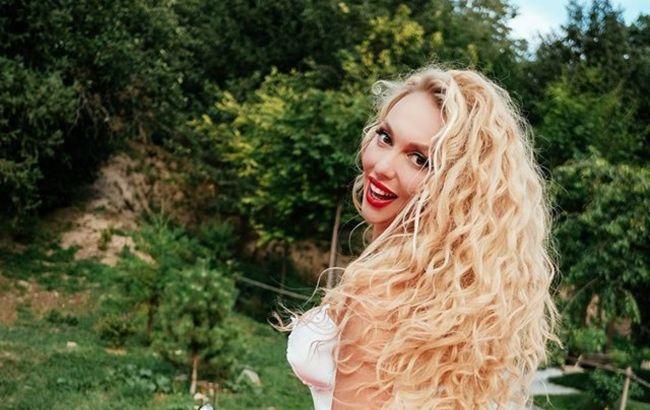 Полякова в бриллиантах от мужа покорила безупречным образом на международном фестивале