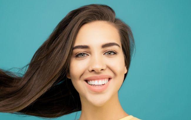 Оптимальна температура і очищення в два етапи: трихолог навчила правильно мити волосся