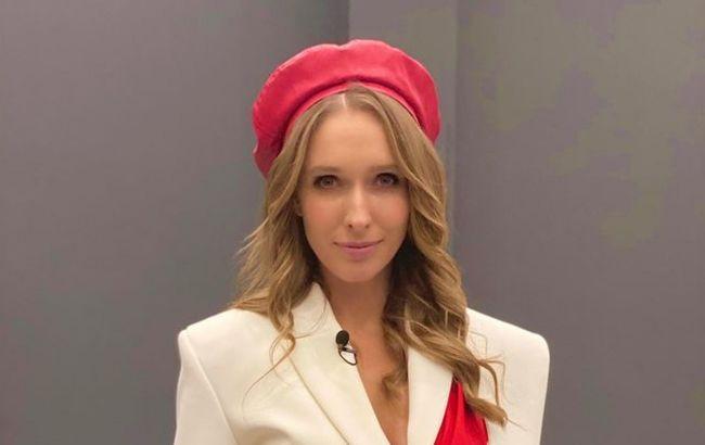 Сама елегантність: Катя Осадча вийшла в світ у стильному костюмі за 12 000 грн