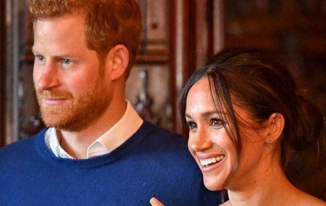 Меган Маркл и принц Гарри показали первые официальные портреты после отречения от королевских обязанностей