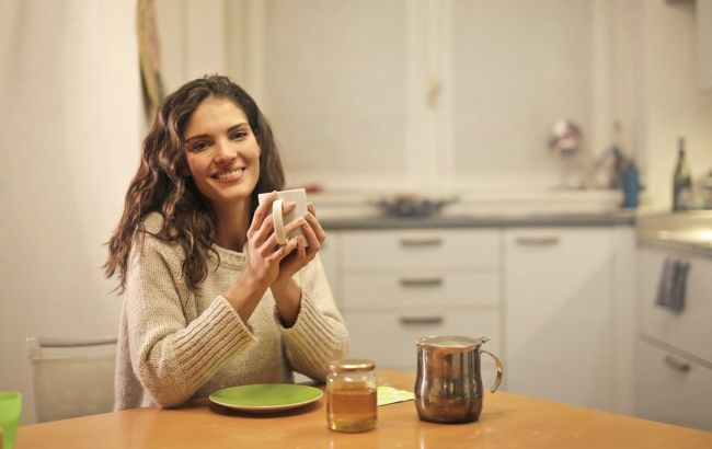 Сладкое – днем, кислое - вечером: эксперт дала инструкцию, как правильно питаться по часам