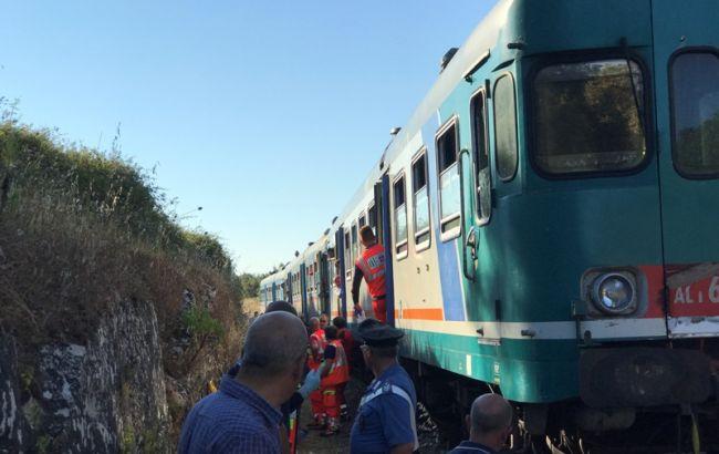 ВИталии при столкновении 2-х поездов пострадали 10 человек