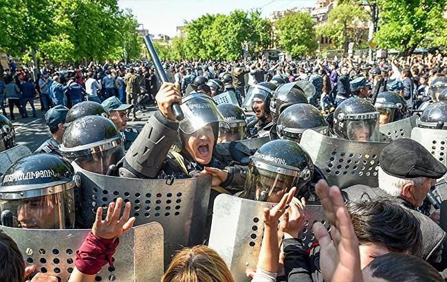 Фото: протесты в Ереване (twitter.com OlegPanfilov)