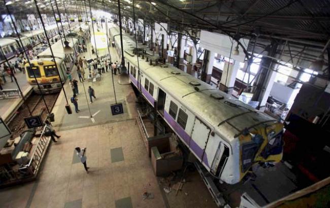 В Індії потяг злетів у повітря, є постраждалі