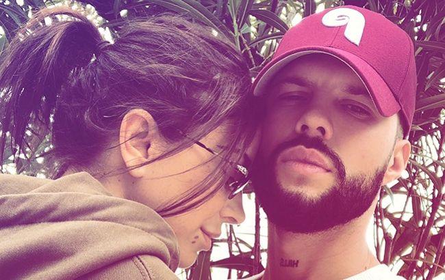 Ани Лорак на отдыхе с молодым любовником засветила помолвочное кольцо (фото)