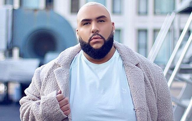 Чоловік розміру XXXXXL підкорив світ моди