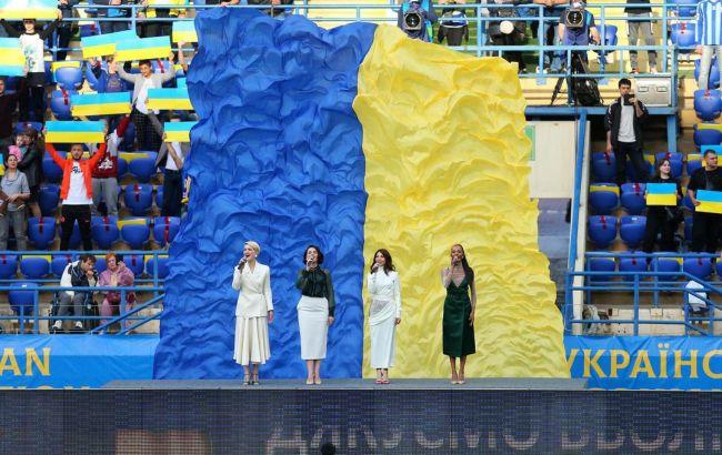 Взяли за душу: видео акапельного исполнения гимна Украины на стадионе поразило сеть