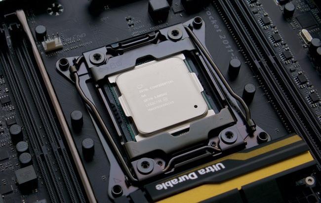 Фото: самый мощный в мире десктопный процессор Core i7 6950X (Ars Technica)