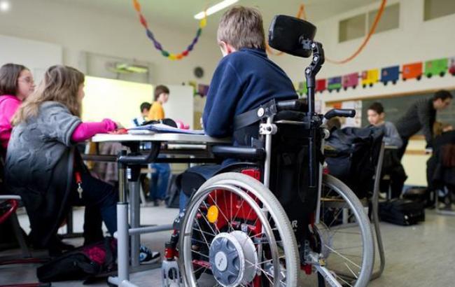 Фото: Класи з інклюзивною формою навчання відкрилися в багатьох школах (dw.com)