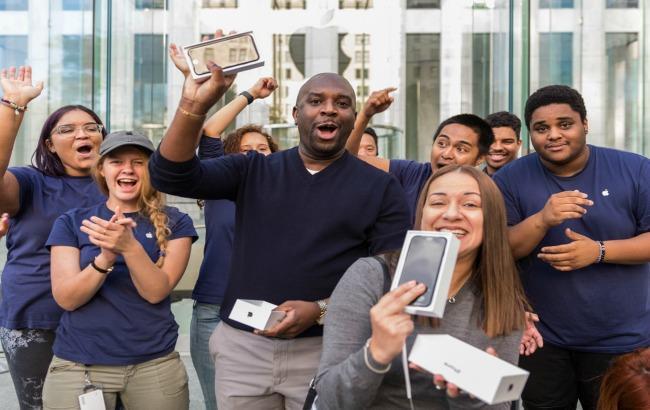 Фото: Apple збільшила закупівлі комплектуючих для iPhone 7 на тлі підвищеного попиту