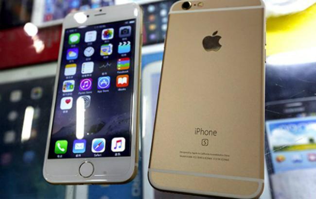 Фото (Reuters): фейковые китайские iPhone 6s на ОС Android