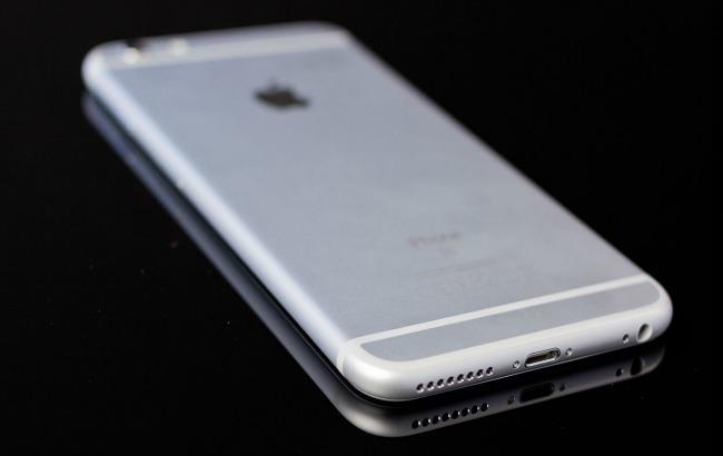 Фото: работающий iPhone 7+ засветился на видео