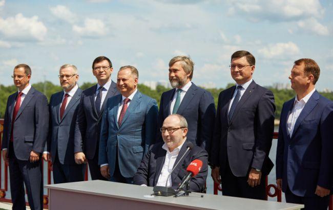 Политологи оценили шансы объединения оппозиционных сил на выборах