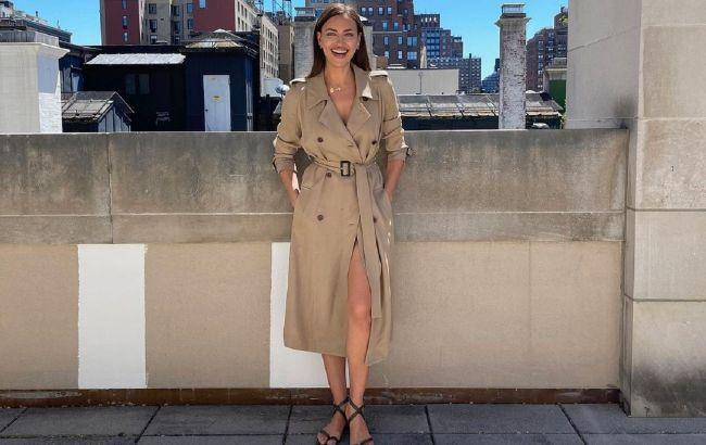 Міні-шорти і тренч: Ірина Шейк показала провокаційний осінній образ