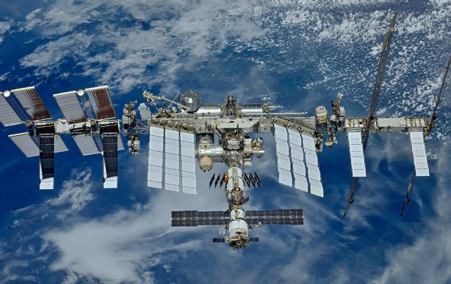 Місія Crew Dragon. Корабель відстикувався від МКС і повертається на Землю