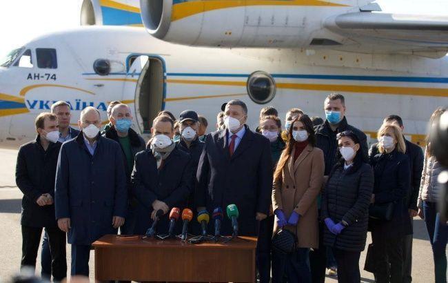 Украинские врачи сегодня вернутся из Италии, - президент
