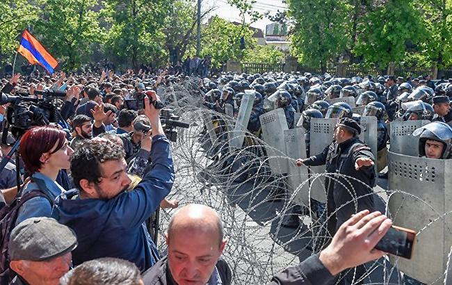 Фото: протесты в Ереване (twitter.com OlegPanfilov7)
