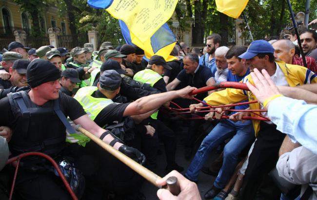 Фото: бійка під АПУ (РБК-Україна)