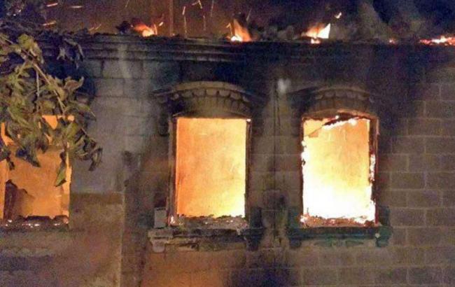 Фото: пожежа в Мар'їнці (police.dn.ua)