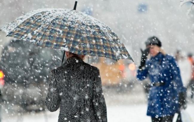 У Москві тривають снігопади