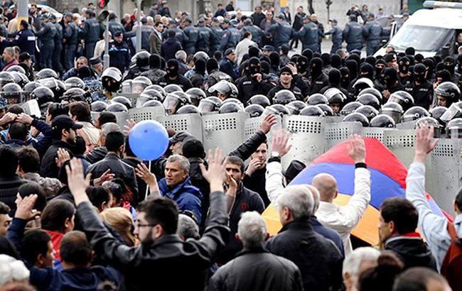 Фото: Протесты в Армении (izvestia_twitter)