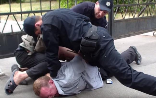 """В Киеве полиция задержала пьяного """"майора милиции"""""""