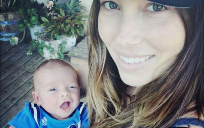 Джессика Бил рассказала о половом воспитании своего двухлетнего сына