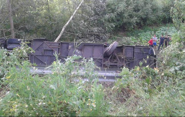 На Украине автобус с 45 туристами упал в пропасть