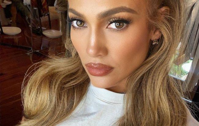 Невероятно молодая: 51-летняя Дженнифер Лопес восхитила красотой на видео без макияжа