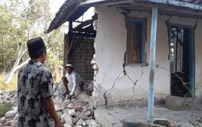 Число погибших  землетрясения ицунами вИндонезии возросло  до2091