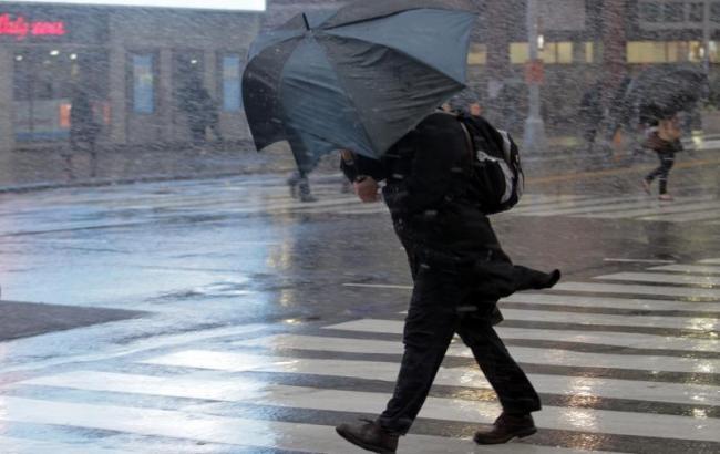 Фото: порывы ветра ожидаются в Украине