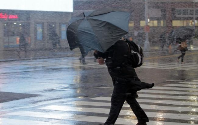 Фото: киян попереджають про сильний вітер