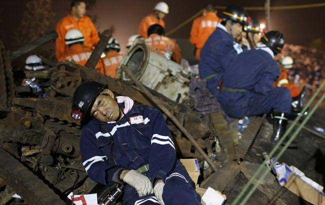 Фото: 17 шахтарів залишилися заблоковані під землею через аварію на шахті в Китаї
