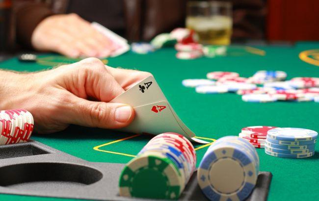 В турнире по покеру между лучшей компьютерной программой и 4 профессионалами победил человек