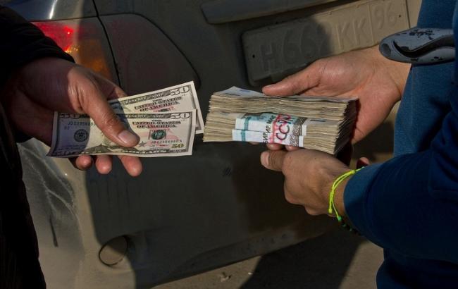 """Фото: ежемесячные убытки Украины от """"черного рынка"""" валюты достигают 200 млн долларов"""