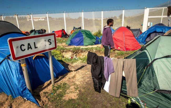 Фото: лагерь беженцев поблизости города Кале во Франции