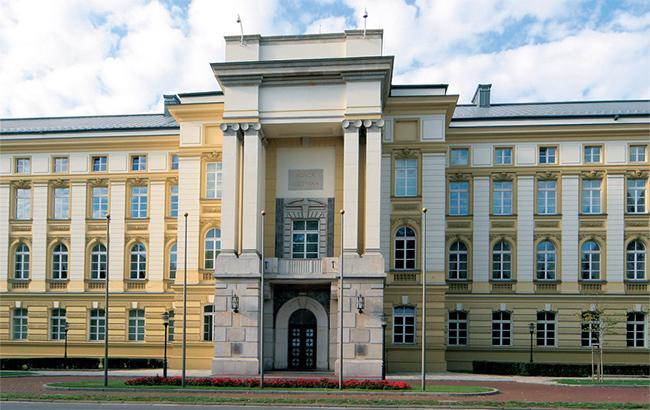Фото: здание польского кабмина (wikimedia.org-Prajar90)