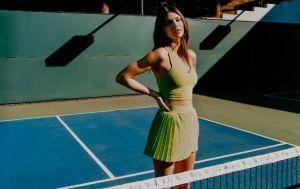 Соблазнительная теннисистка: Кендалл Дженнер восхитила точеной фигурой в крошечной юбке