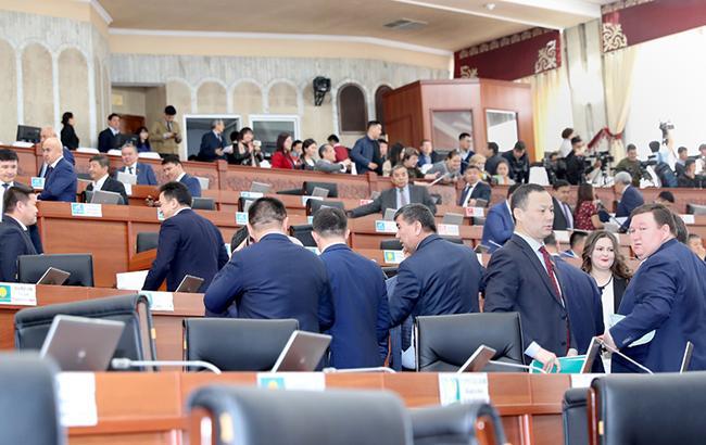 Парламент Киргизії висловив недовіру уряду