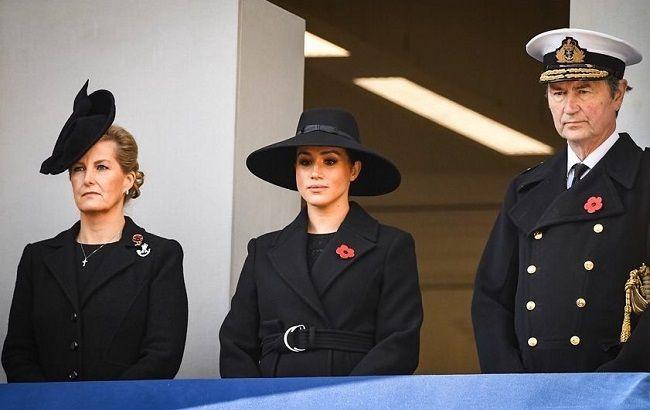 """Єлизавета II заборонила Меган Маркл і принцу Гаррі використовувати ім'я """"герцогів Сассекських"""", зруйнувавши їх бізнес-плани"""