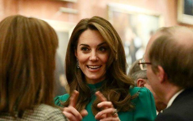 """В """"военном"""" пальто: Кейт Миддлтон впервые появилась на публике после семейного скандала"""