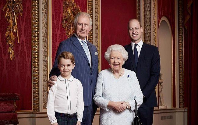 Дипломатический прием: Елизавета II странным способом  поддержала Меган Маркл и принца Гарри