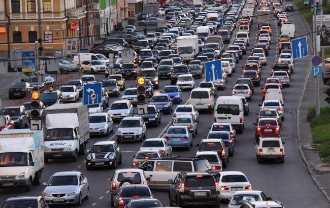 Фото: у столиці ускладнено рух транспорту