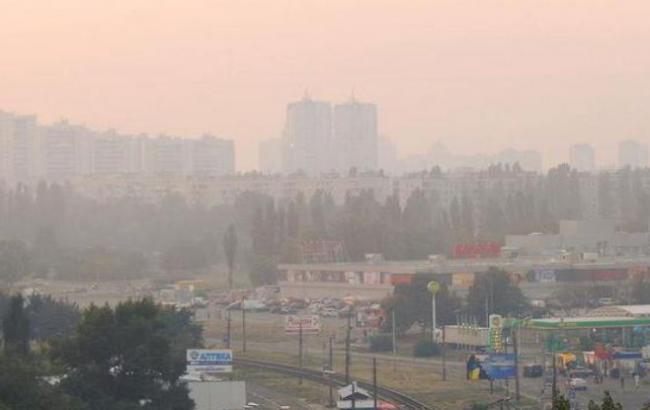 Фото: Київ накрив їдкий дим