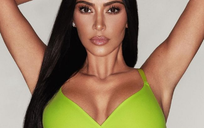 Это тело! Ким Кардашьян блеснула роскошными ягодицами в откровенном бикини