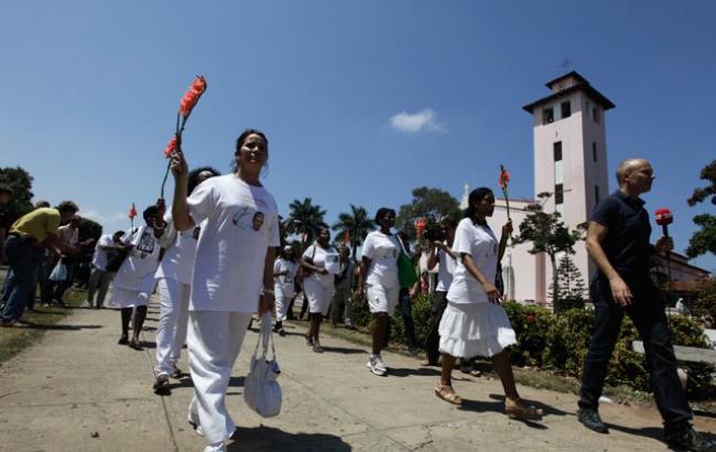 """Фото: """"Женщины в белом"""" проводят свои демонстрации каждую неделю"""